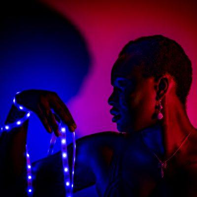 Gina-Portrait-Neon-serie02-4
