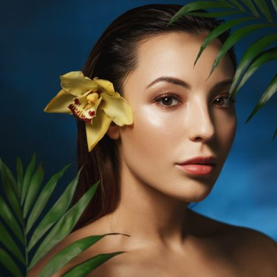 nude-photography-fashion-style-natural-beauty-naked-woman-flowers-portrait