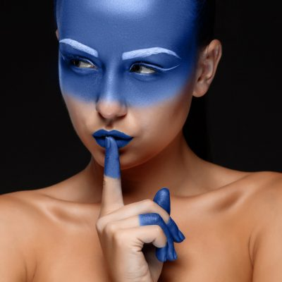 portrait-woman-posing-covered-with-blue-paint
